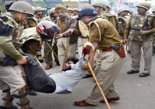 tension prevails in lucknow after groups indulge...