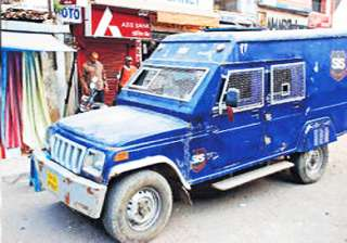 up police seizes rs 10 cr from axis bank cash van...