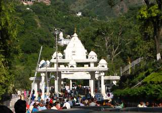 vaishnodevi yatra resumes after wildfire brought...