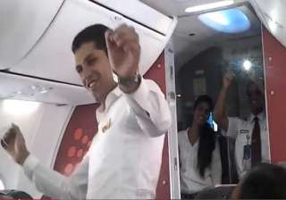 watch spicejet cabin crew spicing up holi with...