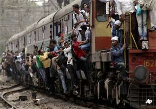 mumbai train chaos claims 3 lives - India TV