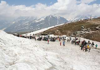 200 tourists trapped in snow rescued over 50...