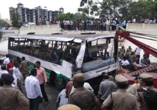 30 injured after bus fell from flyover - India TV