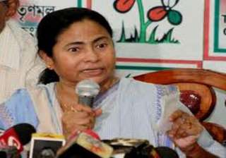 i am no painter says mamata after selling works...