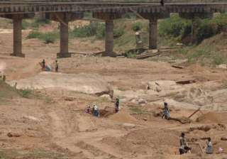 15 held for illegal sand mining - India TV