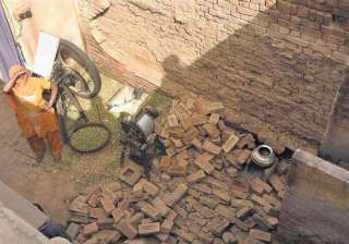 2 kids die as wall collapses - India TV