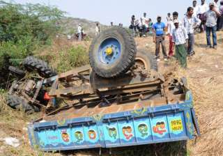 6 killed 8 injured in tractor truck crash in mp -...