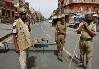 5 policemen among eight injured in clash 6 cops...