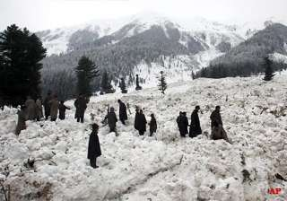 75 rescued after avalanche hits north kashmir -...