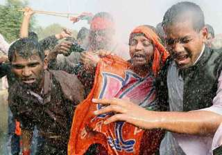 bjp workers cane charged in uttar pradesh - India...
