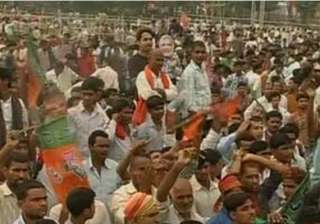 commotion at modi rally in bihar police...