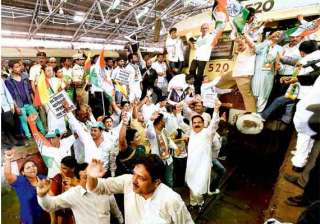 congress workers stage rail roko in maharashtra...