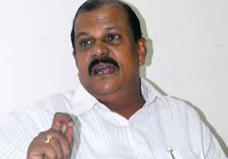 eggs pelted at congress leader s car in kerala -...