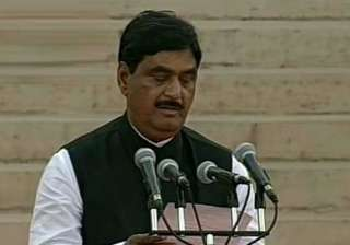 gopinath munde had wanted to be late for oath...