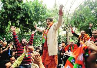 surveys says bjp to get absolute majority in...