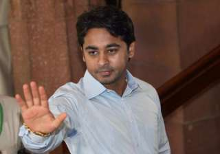 bandra by election nilesh rane detained for poll...