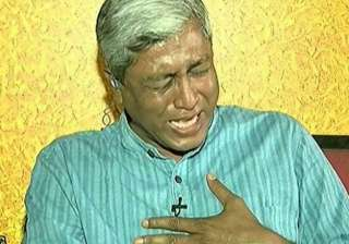 aap leader ashutosh bursts into tears on live tv...