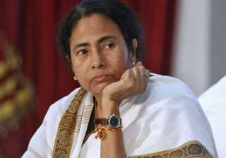 mamata hits street slams modi government for land...