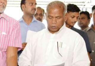 bihar cm manjhi stokes another controversy holds...