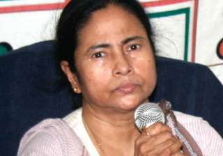 mamata accuses cpi m of distributing illegal arms...