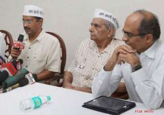 delhi polls all is not well within aam aadmi...