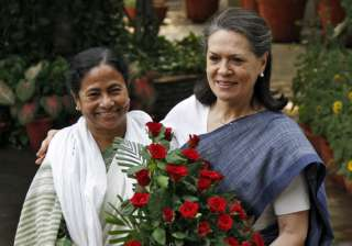 mamata to hold discussions with sonia on...