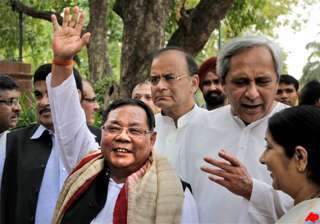 sangma geared up to give a tough fight to pranab...