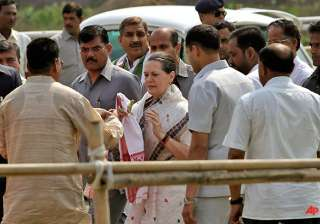 sonia flays left front in bengal - India TV