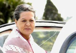 sonia meets pranab other top leaders to finalise...