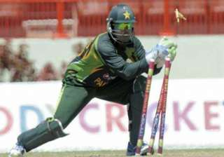 akmal to continue keep wickets in t20s and odis -...