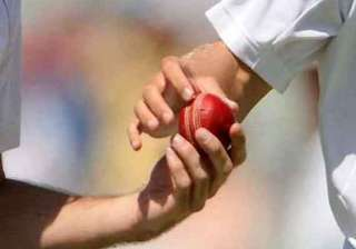 ball tampering south africa penalised 5 runs -...