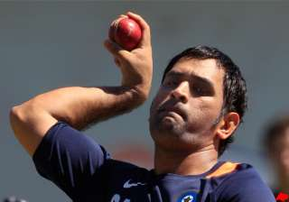 dhoni hints at test retirement by 2013 - India TV