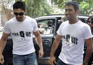 don t be harsh on dhoni says john abraham - India...