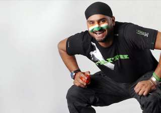 harbhajan offers rs 1 lakh to arunima. - India TV