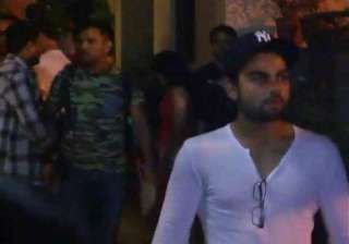 ms dhoni throws dinner for team india at his...