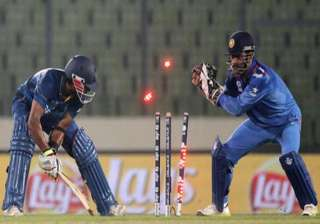may give dhoni a souvenir stump if india win...
