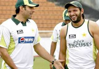 pcb removes shahid afridi as odi captain misbah...