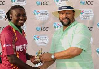 stafanie only cricketer in history to be no 1 in...