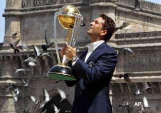 tendulkar declines to speculate on future - India...