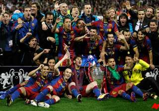 barcelona lifts european cup crushes man utd 3 1...