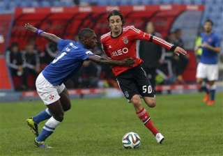 benfica wins to hold lead as porto falters -...
