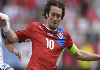 czech captain tomas rosicky resumes training -...