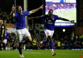 donovan stars in everton s fa cup win over fulham...