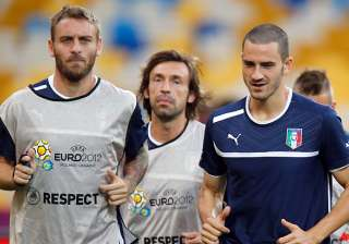 italy assessing injuries ahead of semifinal -...