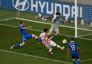 italy held to 1 1 draw by croatia in group c -...
