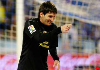 messi scores 2 barcelona wins 4 1 win at zaragoza...