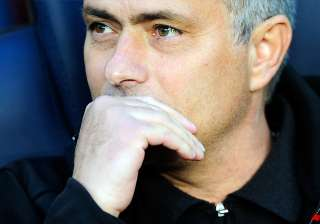 mourinho gets 1st win at barcelona in 10th try -...