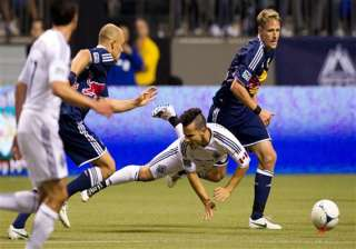 pearce goal ties red bulls for whitecaps 1 1 -...