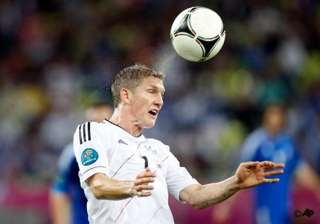 schweinsteiger doubtful for euro 2012 semifinals...