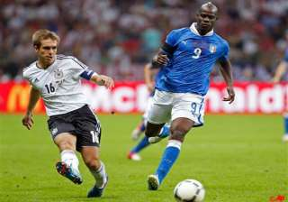 showman balotelli conjures up victory for italy -...
